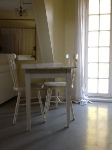 01-Studio Gite Table